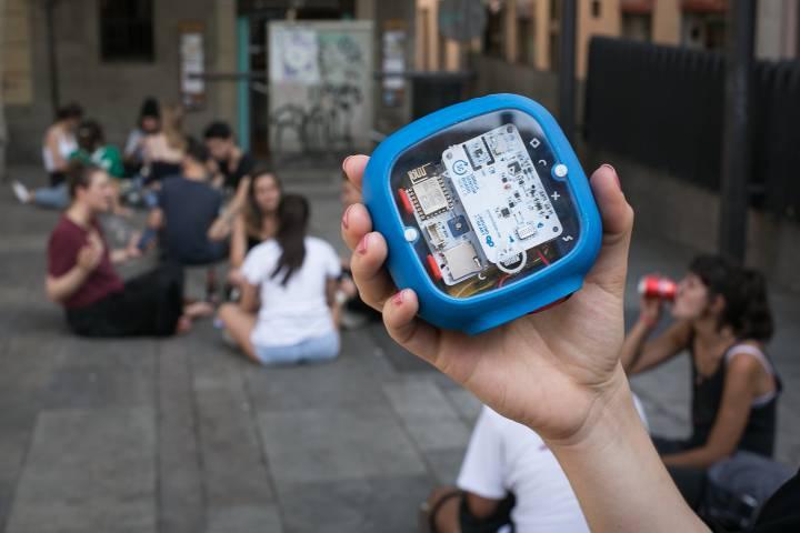 Sonómetro que usan los vecinos de Gràcia. ALBERT GARCÍA