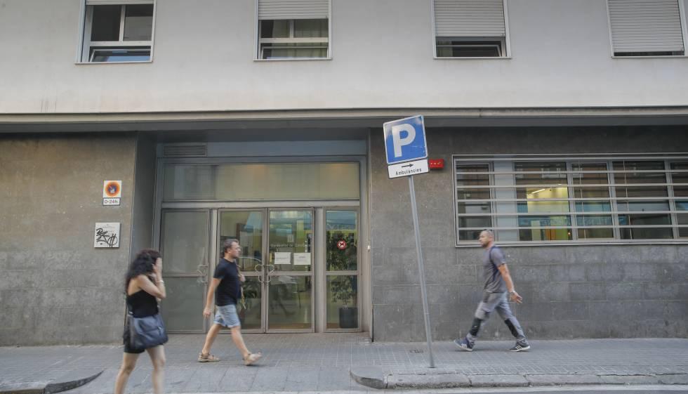 Façana de la residència Bertran i Oriola a la Barceloneta.