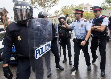 "Catalan government ""designed an army,"" Civil Guard report concludes"