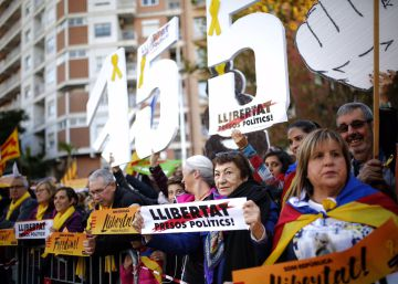 Hundreds of thousands protest for release of pro-independence leaders