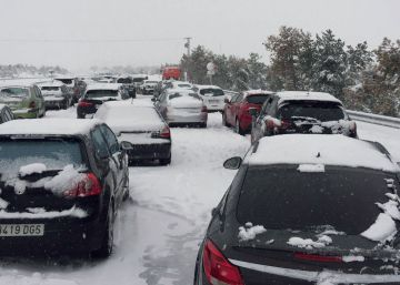 Army called in to rescue drivers trapped by snow on Spanish freeway