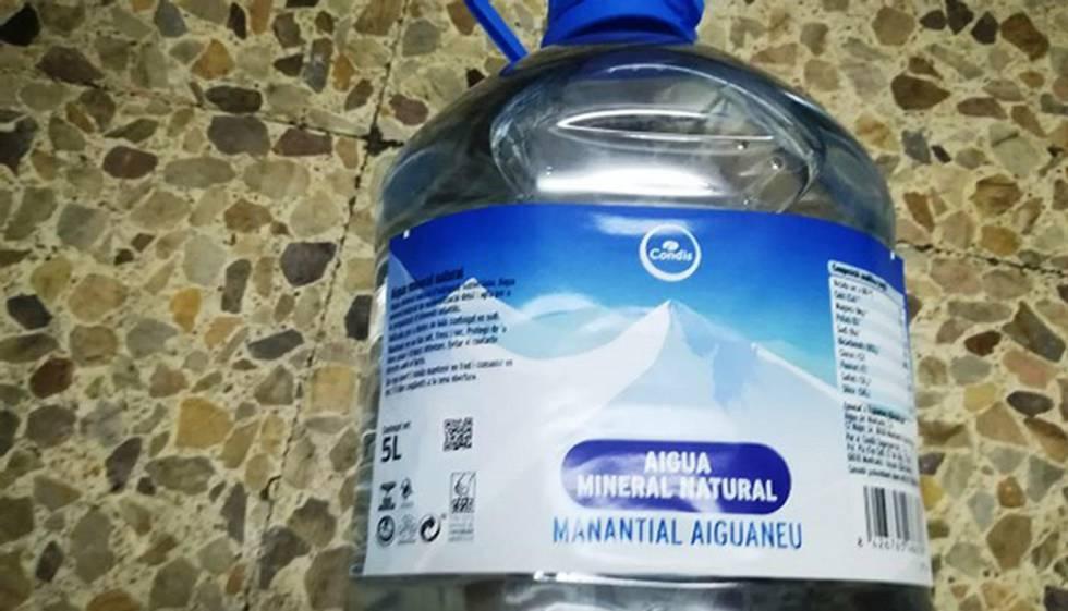 Condis retira 10.000 garrafas del agua Aiguaneu