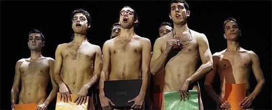 Los actores de 'Cantando desnudos'