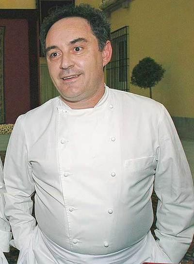 El cocinero Ferrán Adriá, antes de la cena de gala con motivo del enlace matrimonial del Príncipe de Asturias y Doña Letizia, en el Palacio de El Pardo en mayo de 2004.