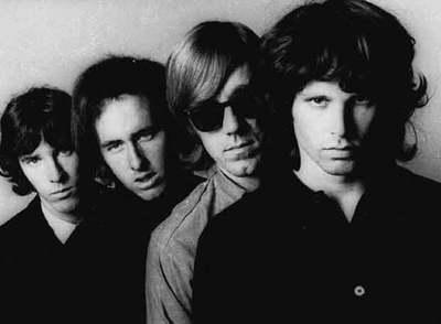 El cantante Jim Morrison, junto al resto de componentes de la banda  The Doors