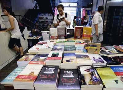 Venta de libros en uno de los centros barceloneses de la cadena de librerías La Central.