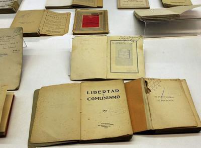 Documentos privados llegados a Cataluña que se conservaban en el Archivo General de la Guerra Civil Española en Salamanca y que han sido presentados hoy en Barcelona.