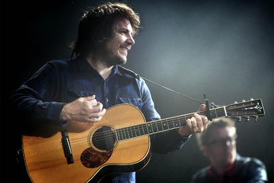 Jeff Tweedy, líder de Wilco, durante su actuación en el festival.
