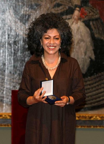 Doris Salcedo recuerda a las víctimas al recibir el premio Velázquez