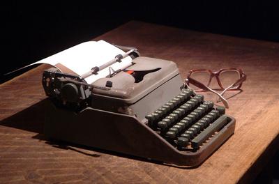 FOTOGALERIA: Las gafas y la maquina de escribir