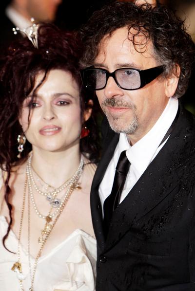 El director Tim Burton junto a su esposa, Helen Bonham Carter