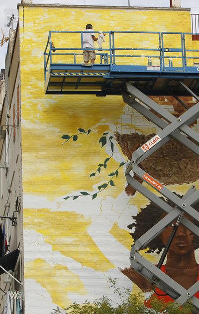 Varios pintores de distintas nacionalidades han pintado las fachadas del Polígono de San Pablo, un barrio obrero de Sevilla