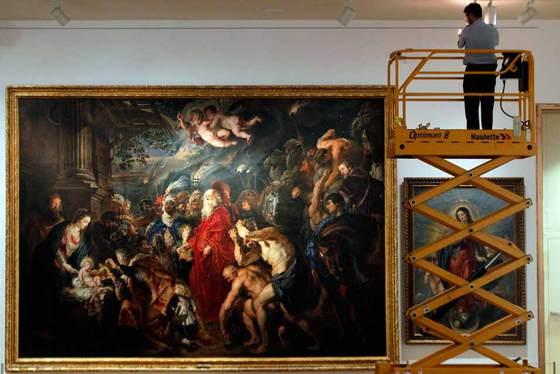 Preparativos en el Museo del Prado para la exposición del maestro de Amberes.