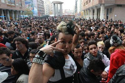 Los mayores fans de la cantante han soportado largas colas desde horas antes del incio del concierto para ser los primeros de la fila.