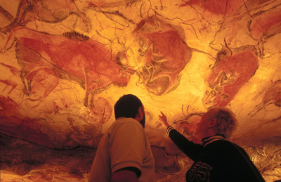 Bisontes de Altamira, en la cueva que reproduce las pinturas rupestres del periodo Magdaleniense.