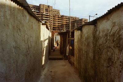 Imagen de un callejón de Ciudad Oculta