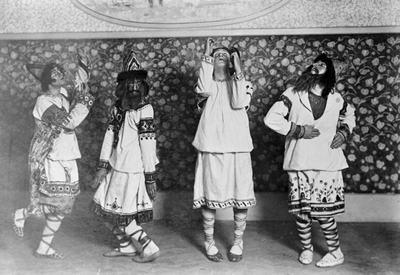 Representación en París de  La consagración de la primavera  1913, por los ballets rusos de Diaghilev.