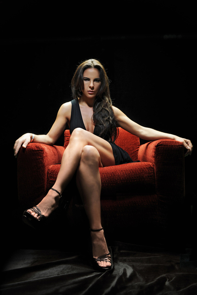 La actriz mexicana Kate del Castillo protagoniza la serie  Reina del Sur , basada en la novela homónima de Arturo Pérez-Reverte