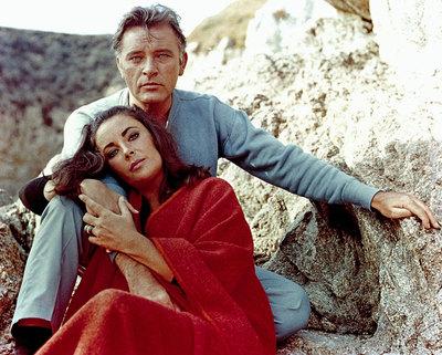 Richard Burton y Elizabeth Taylor, en 1965.