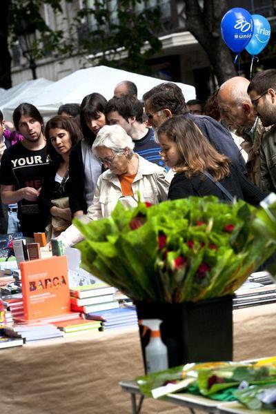 Solo uno de cada cuatro catalanes lee libros en catal n cultura el pa s - Casa del libro barcelona rambla catalunya ...