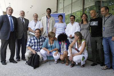 El alcalde de San Sebastián, Juan Carlos Izagirre (tercero por la izquierda) y el exprimer edil, Odón Elorza (segundo por la derecha) ayer en Madrid junto a la delegación de San Sebastián 2016.