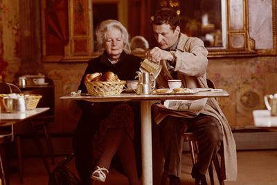 El pintor Lucian Freud, junto a su madre.