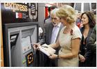 La primera máquina de préstamo gratuito de libros, en Sol