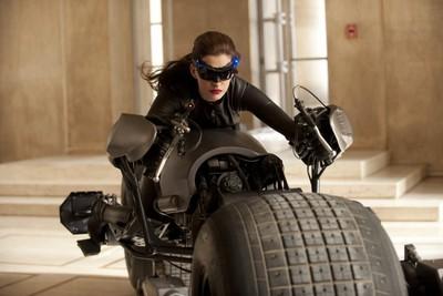Anne Hathaway encarnará a la famosa gata en el tercer Batman de Nolan