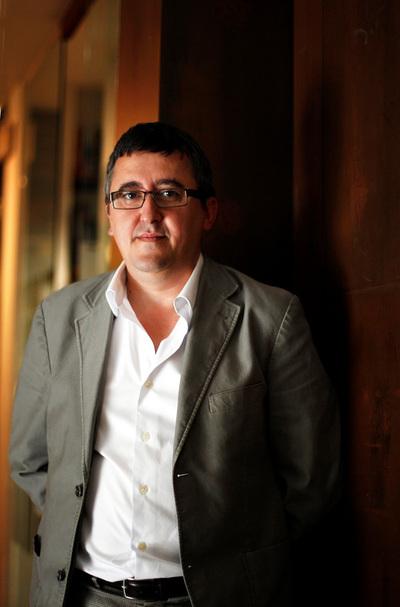 El escritor aragonés publica 'La fecha en el aire'