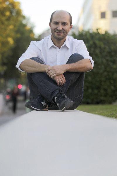 El antropólogo colombiano Carlos Granés Maya, ganador del Premio de ensayo Isabel Polanco.