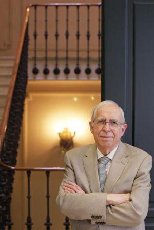 El académico y lexicógrafo Manuel Seco, en la sede de la editorial Espasa en Madrid.