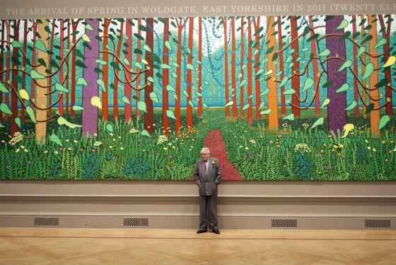 David Hockney, en la Royal Academy ante su obra Llegada de la primavera a Woldgate, East Yorkshire en 2011 (veinte once).