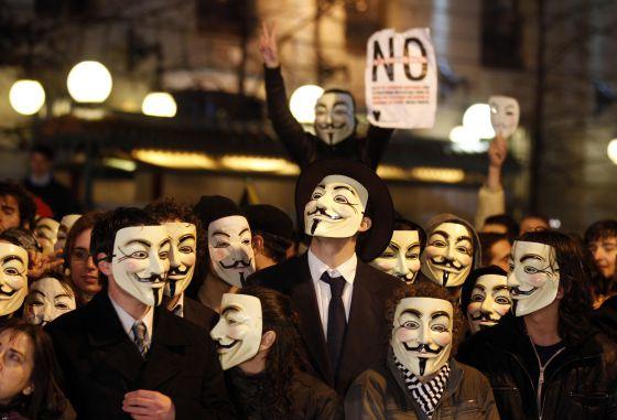Manifestación del colectivo Anonymous en febrero del año pasado para protestar contra la Ley Sinde.