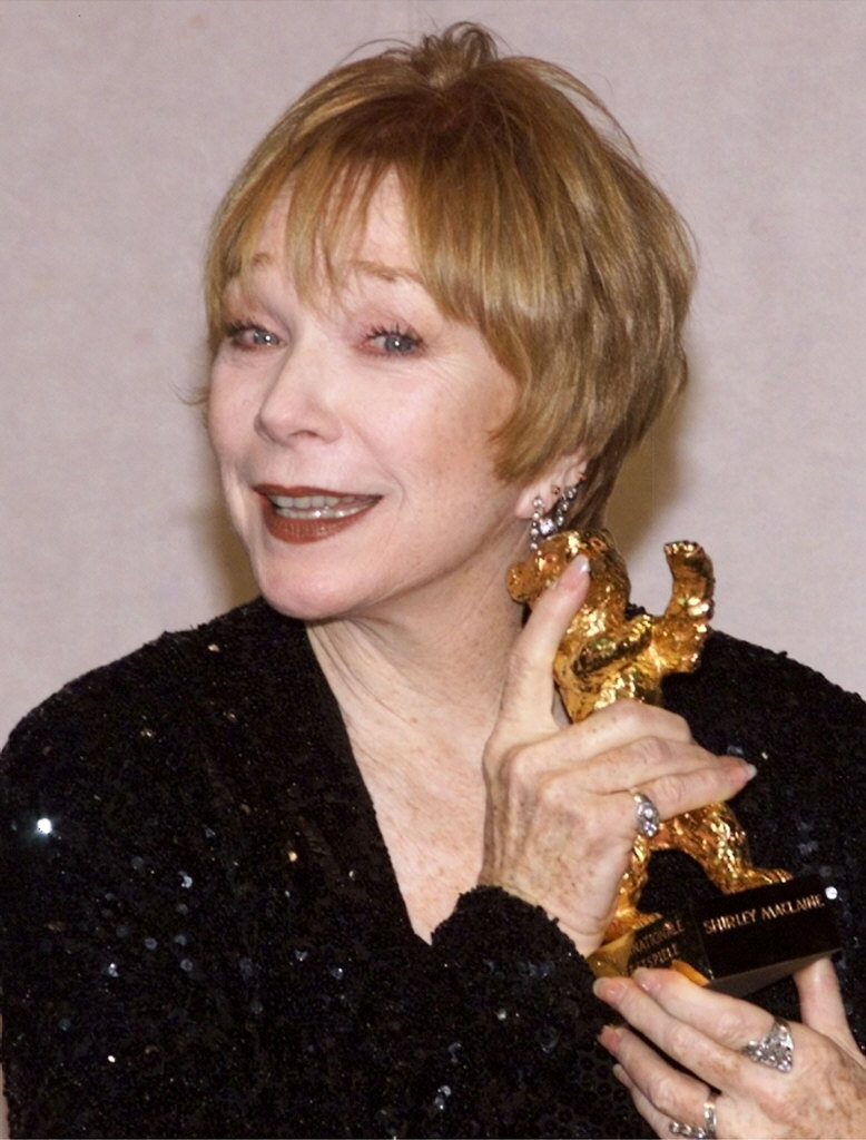 La actriz Shirley MacLaine se muda a 'Downton Abbey'