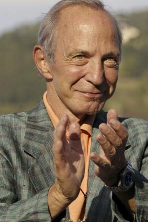 El actor Ben Gazzara posa en el 53 Festival de Cine de San Sebastián, en 2005.