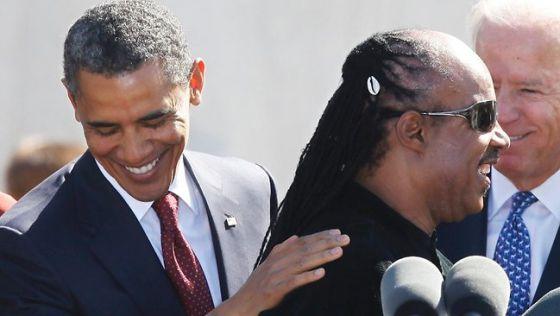 Obama con Stevie Wonder