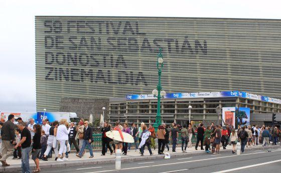 El Kursaal sede del 58º Festival de cine de San Sebastián.