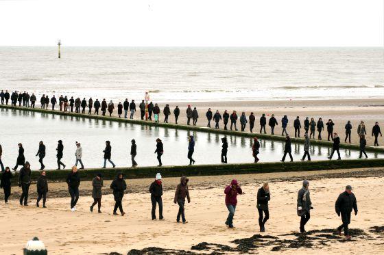 'Paseo por Kent' (2010), uno de los multitudinarios alardes del andar que consituyen las obras de Hamish Fulton