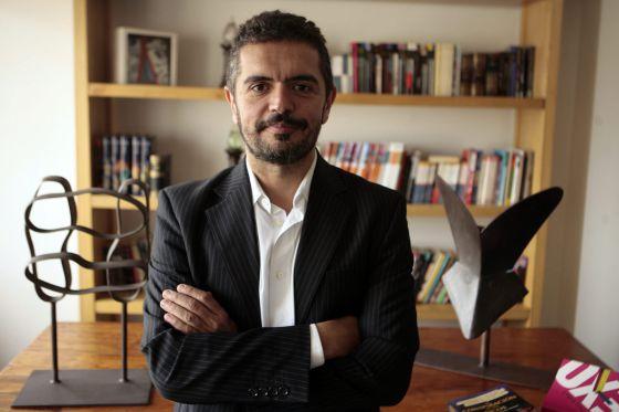 El escritor argentino Leopoldo Brizuela ayer, en Buenos Aires.