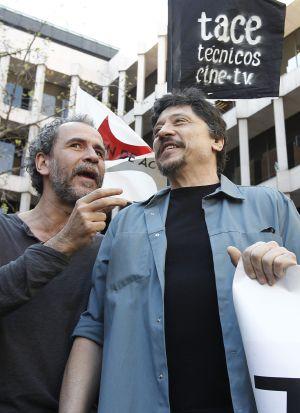 Willy Toledo y Carlos Bardem durante las protestas del 29-M.