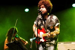 Manos de topo en el Vive Latino.