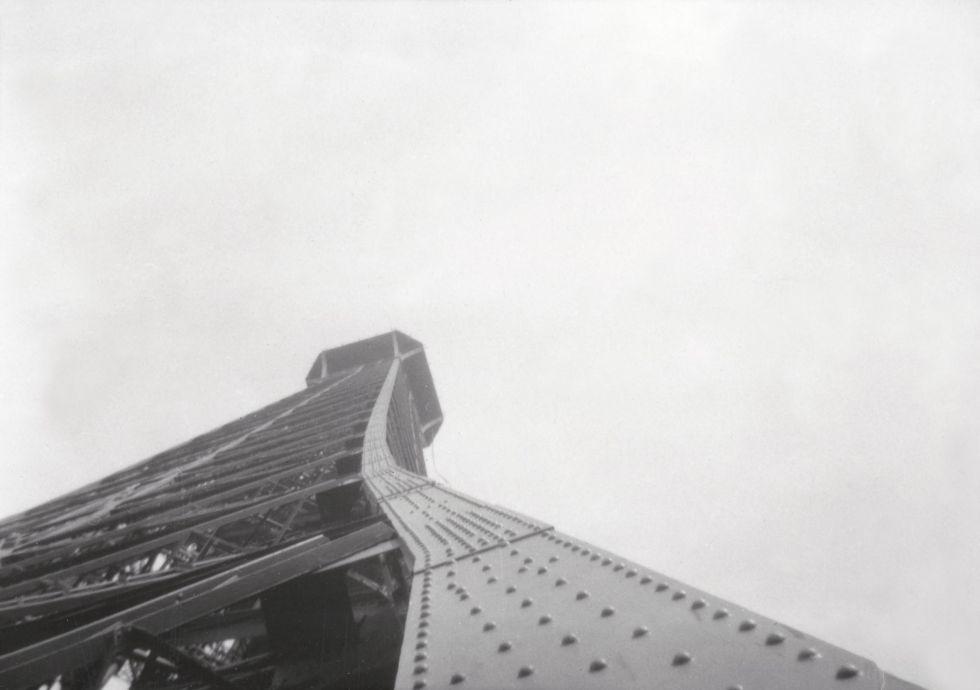 París, Torre Eiffel, 1928.