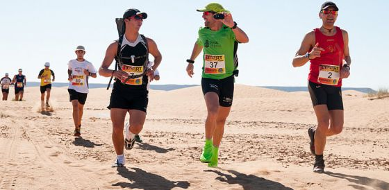 Miguel Ángel García, grabándose durante la prueba Desert Run, en Marruecos.