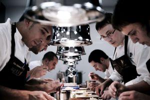 El equipo de Mugaritz, el tercer mejor restaurante del mundo, en pleno trabajo