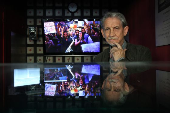Basilio Martín Patino durante el montaje del documental 'Libre te quiero'.
