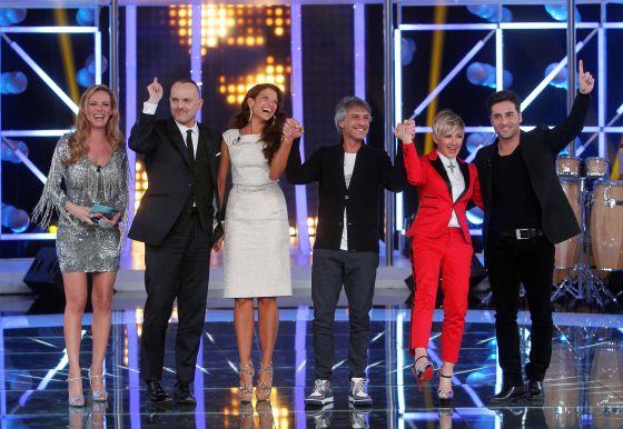 Paula Vázquez y los miembros del jurado de 'El número uno'.