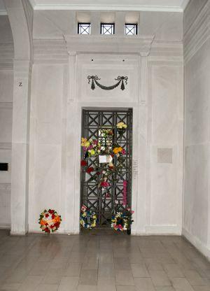 Entrada del mausoleo de Elvis en Memphis