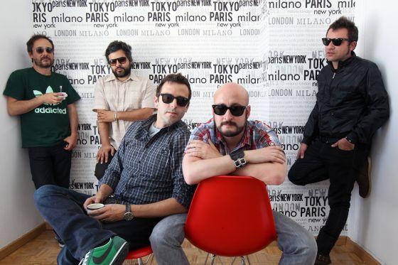 De izquierda a derecha, Santi Balmes, Julián Saldarriaga, Oriol Bonet, Joan Ramon Planell y Jordi Roig, de Love of Lesbian.
