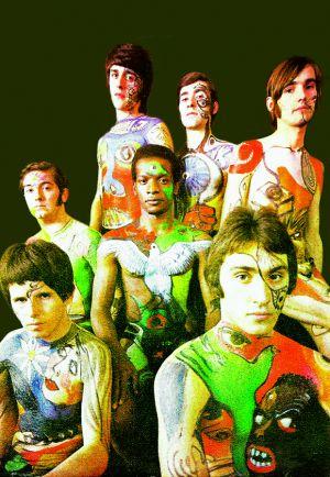 Los Pop Tops en 1969. Trim, en el centro con una paloma pintada sobre el pecho