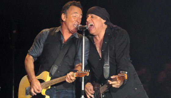 Springsteen (i) y Steven Van Zandt (d).
